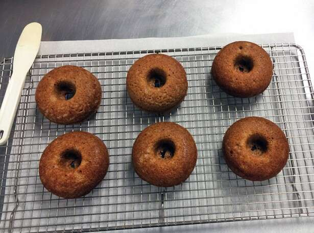 doughnuts-on-cooling-rack2