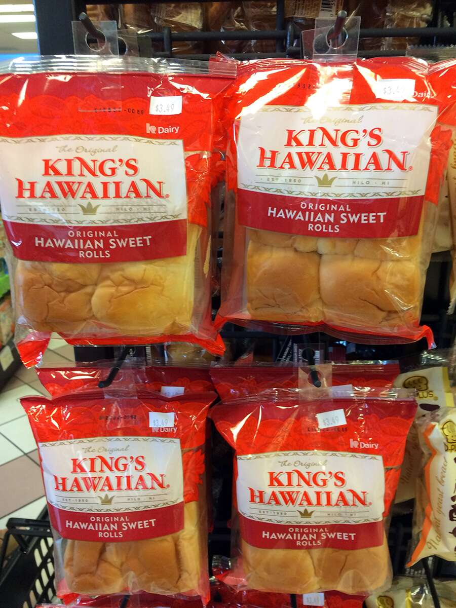 Hawaiian Rolls in the grocery store.
