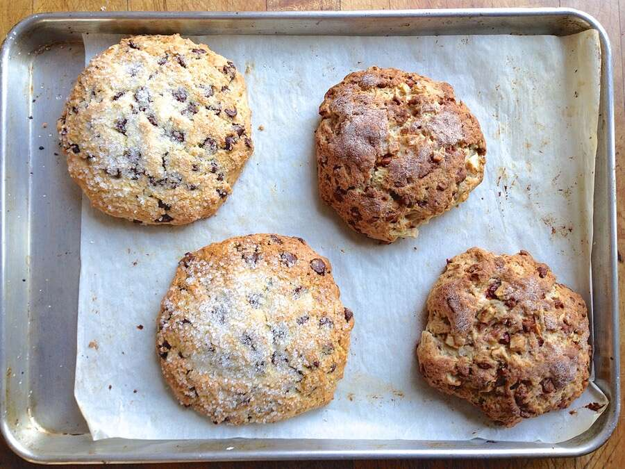 AnEasyWayToShapeScones via @kingarthurflour