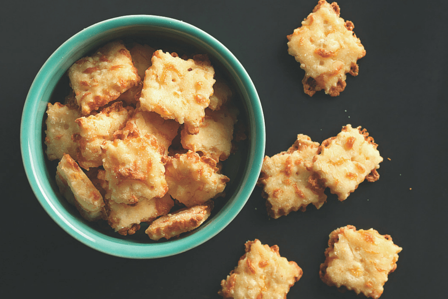 Gluten-Free Cheese Crackers via @kingarthurflour