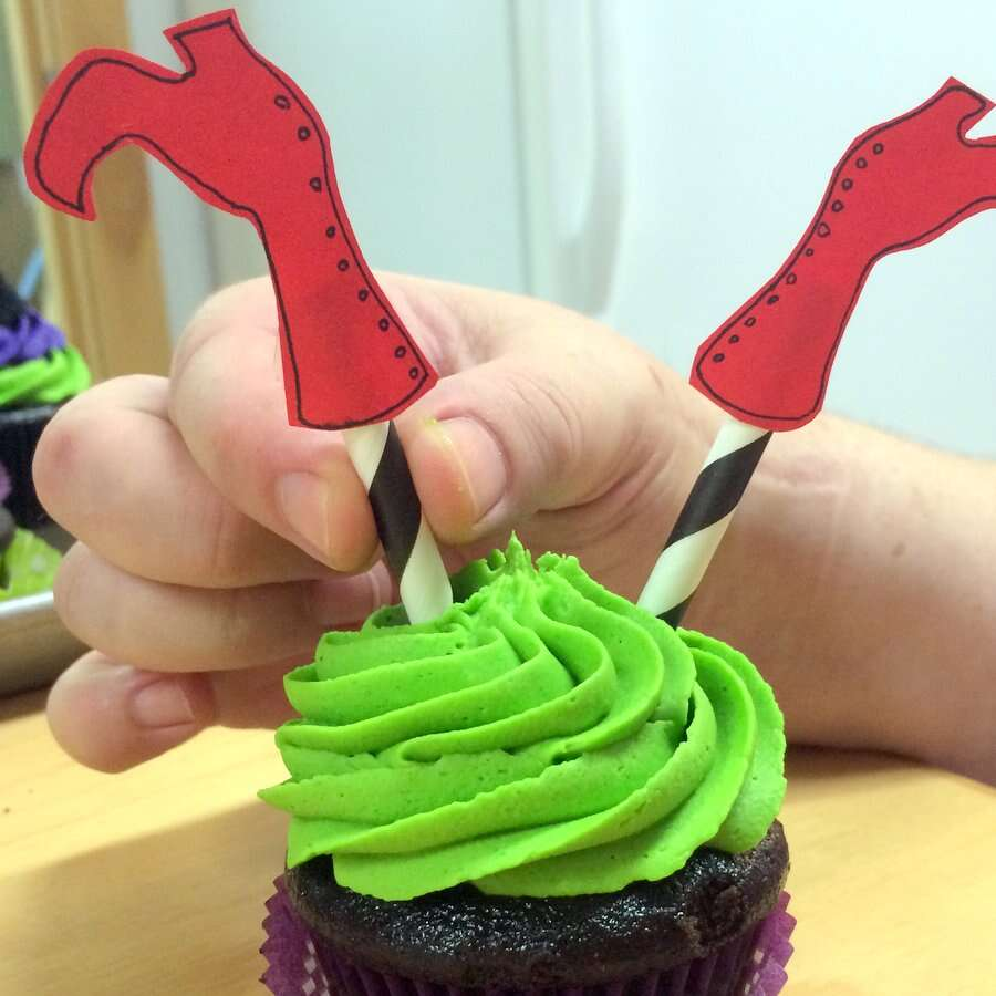 Halloween Cupcakes via @kingarthurflour