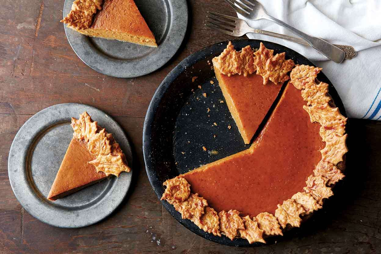 Decorative pie crust via @kingarthurflour