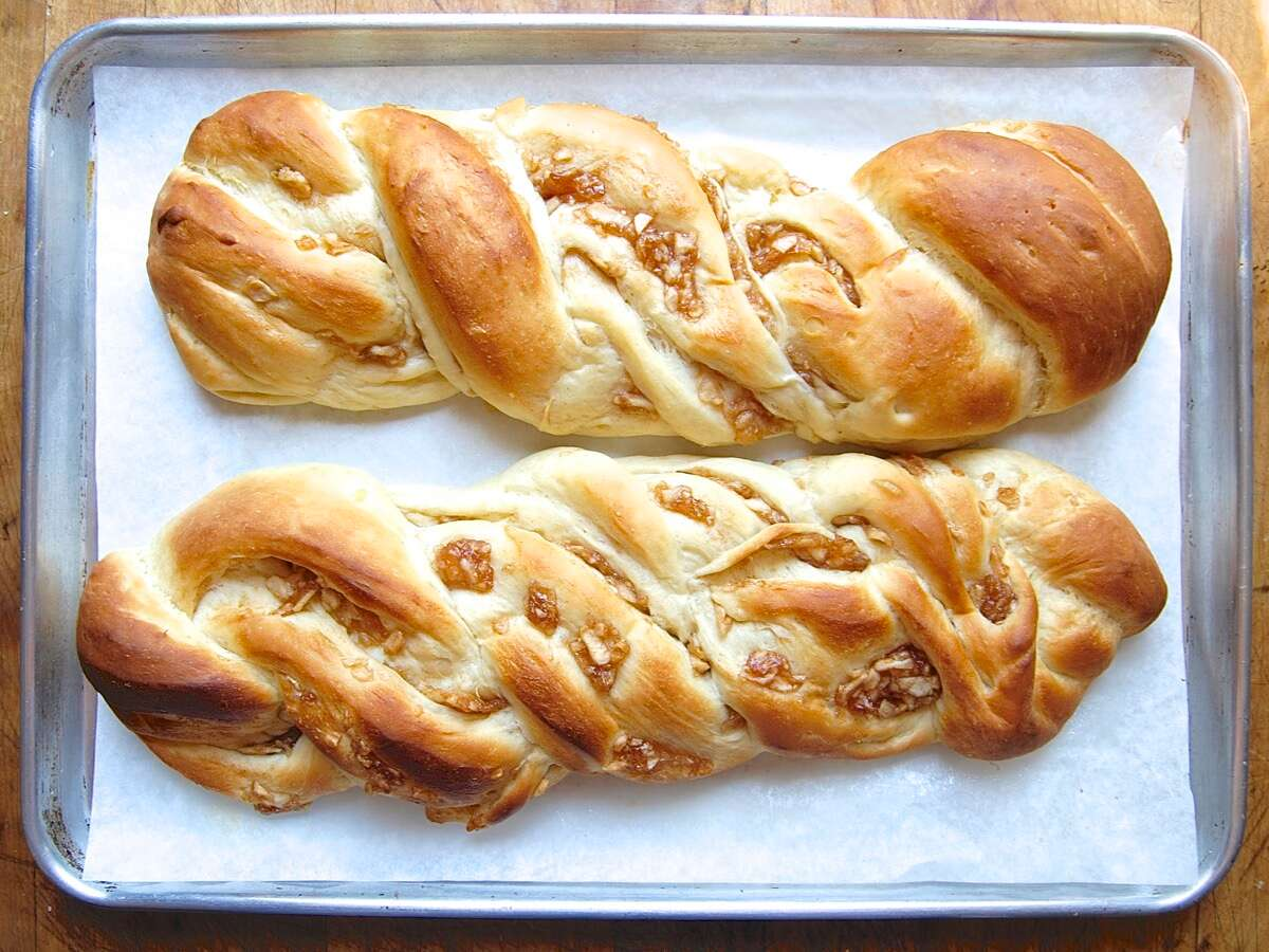 Cinnamon-Apple Twist Bread Bakealong via @kingarthurflour