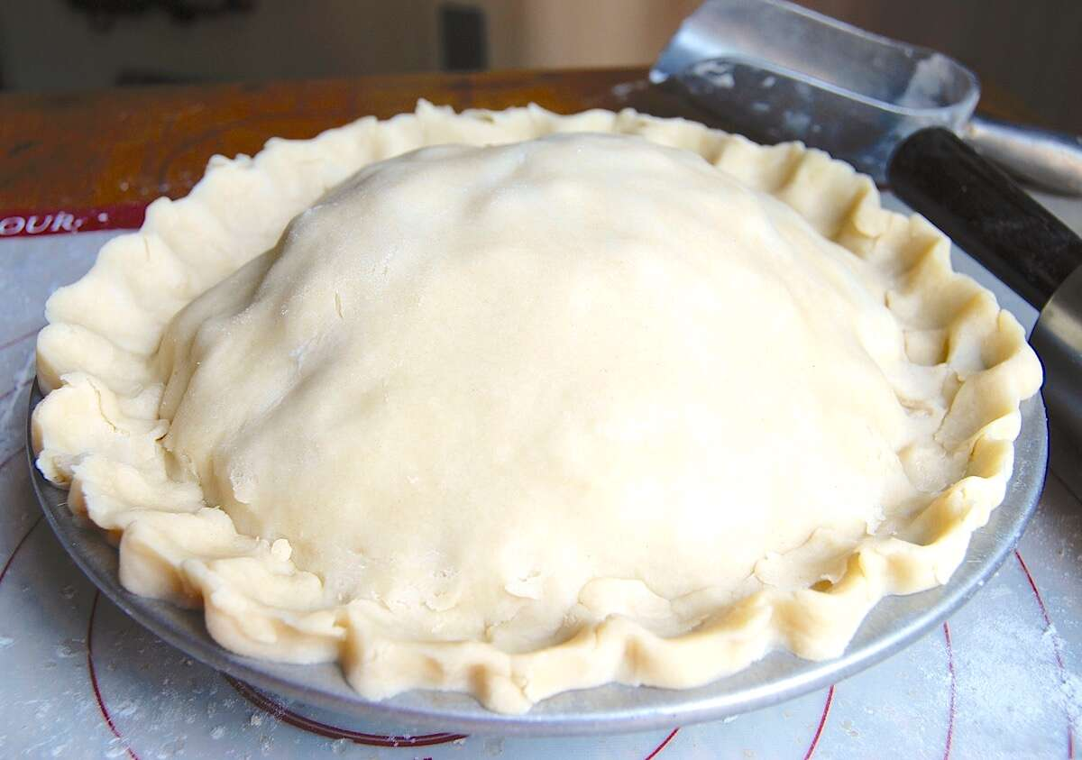 How to Prevent the Gap in Pie Crust via @kingarthurflour