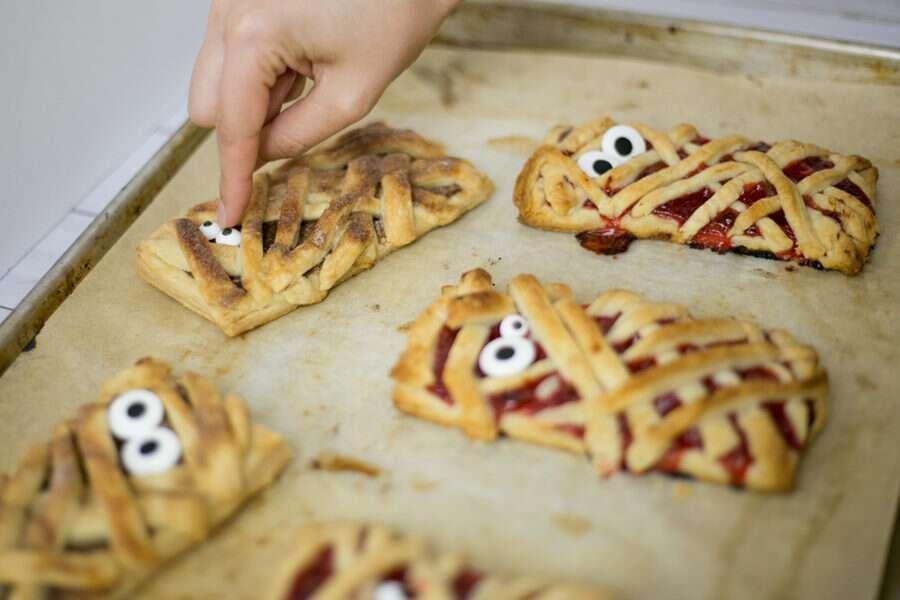 How to make Mummy Hand Pies via @kingarthurflour