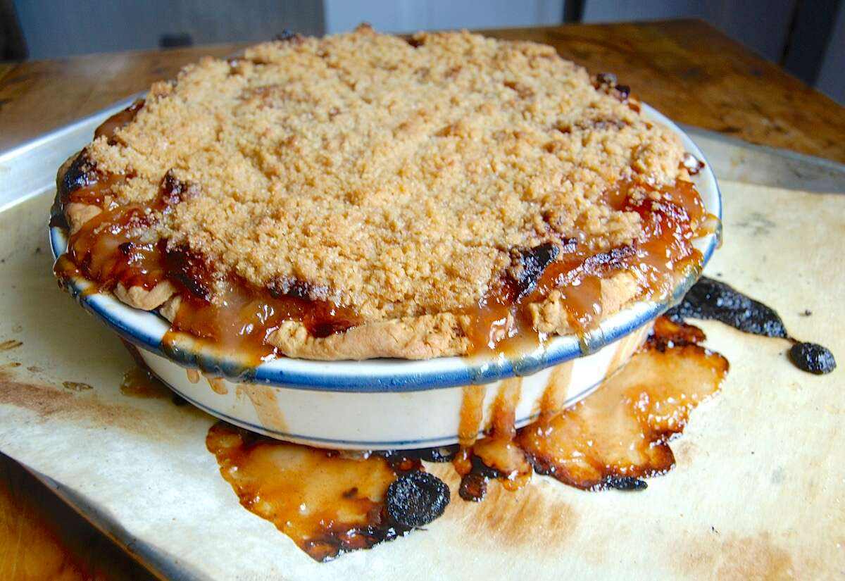 How to get pie crust to brown on the bottom via @kingarthurflour