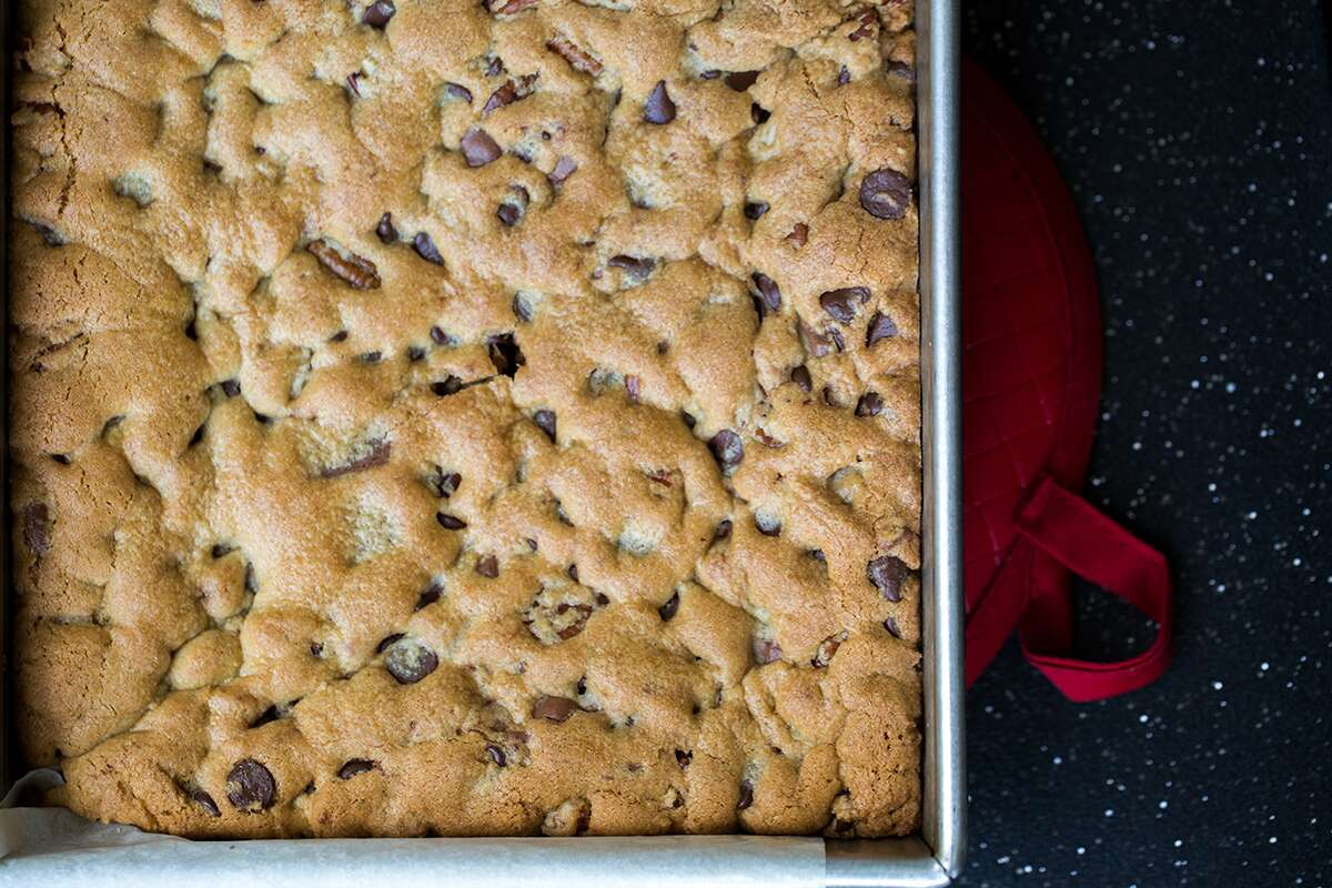 How to make cookie bars via @kingarthurflour