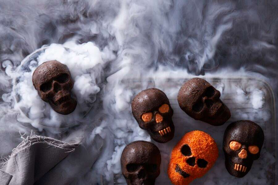Halloween Skull Cakes via @kingarthurflour