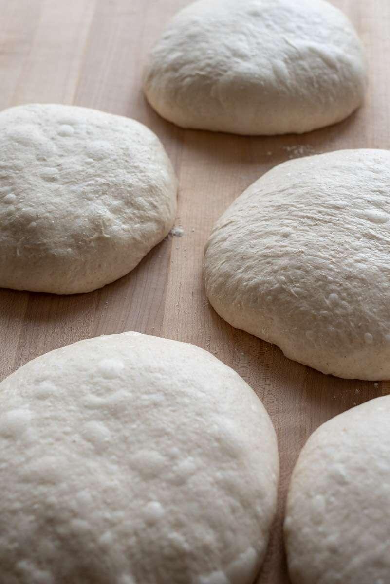 Préparer la pâte à pain via @kingarthurflour