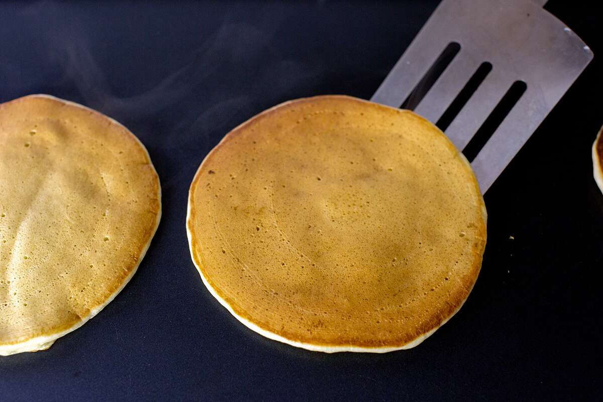 How to make diner pancakes via @kingarthurflour