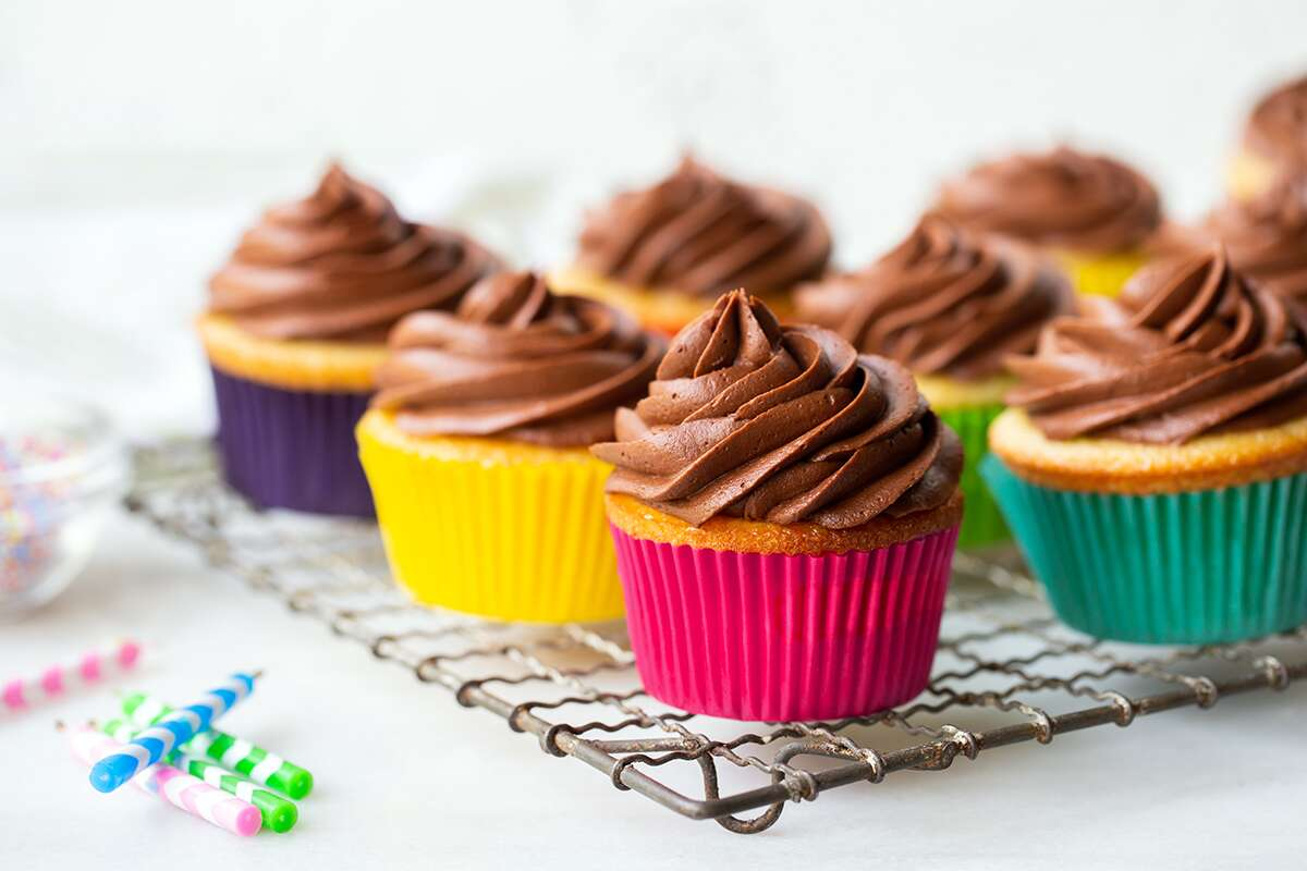 How to convert cake to cupcakes via @kingarthurflour