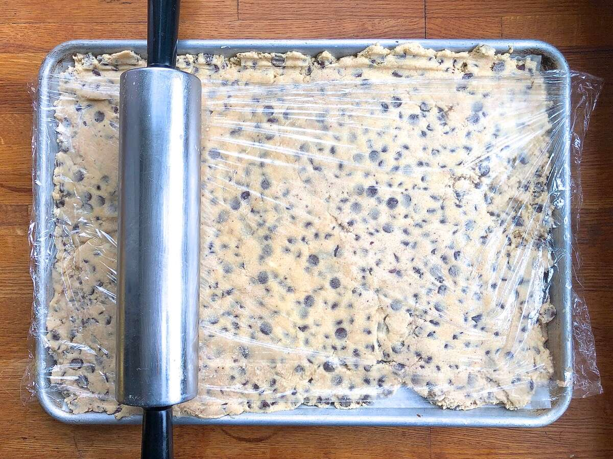 A simple way to shape cookies via @kingarthurflour