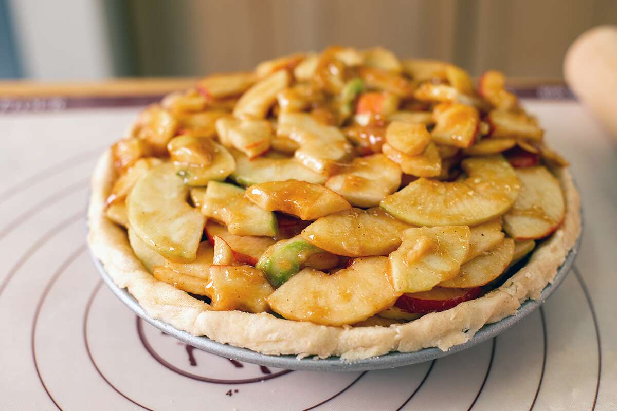 A pie without a top crust filled with apples