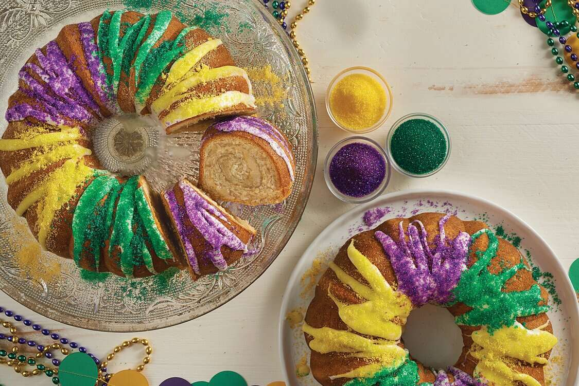 A king cake decorated for mardi gras