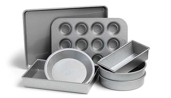 Assorted baking pans