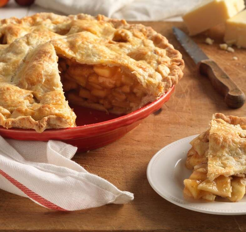 How to prevent the gap in pie crust