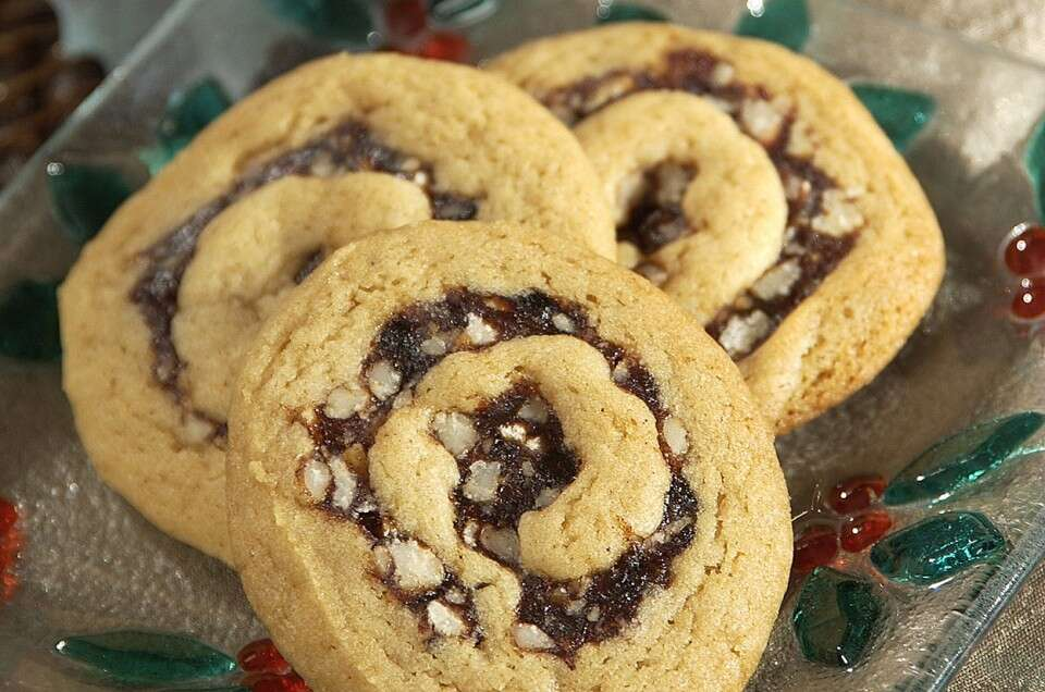 Date Pinwheels (and their cranberry cousins)