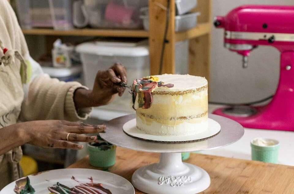 Decorating a cake with painting technique