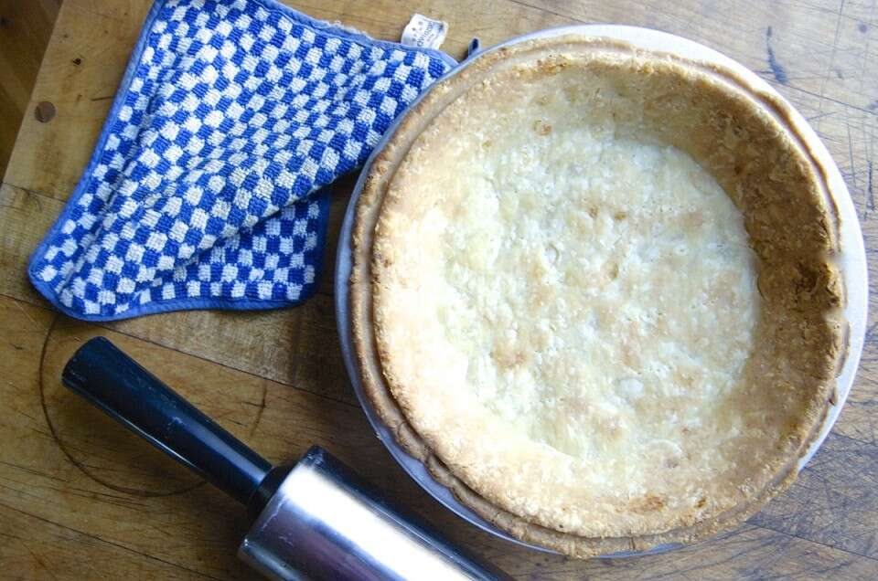 How to blind bake a pie crust via @kingarthurflour
