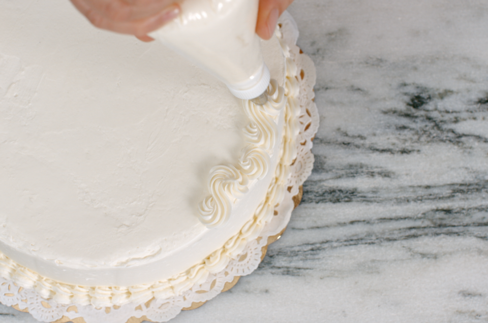 Cake Decorating Tips via @kingarthurflour