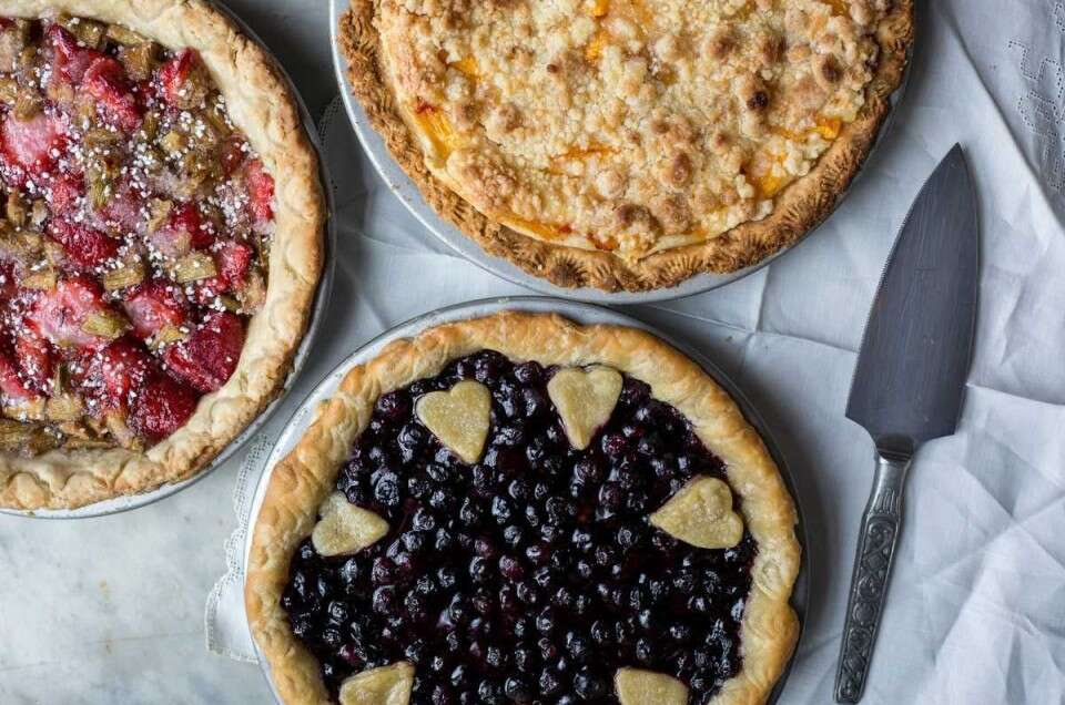 Fun ways to crimp pie crust via @kingarthurflour