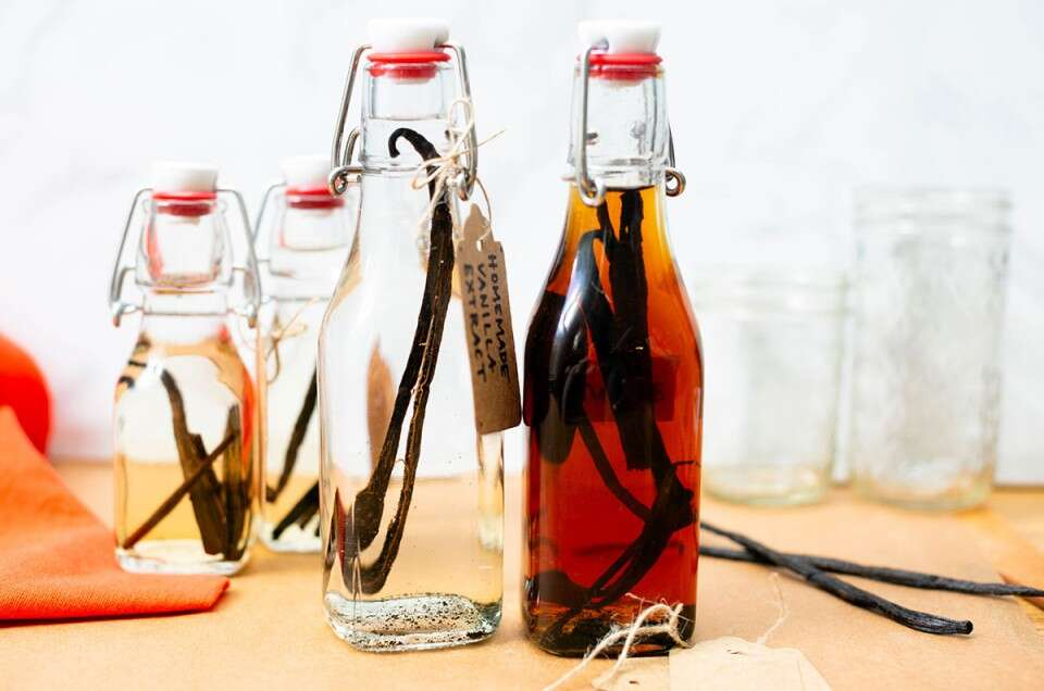 How to make vanilla extract via @kingarthurflour