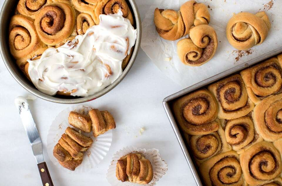 Making-cinnamon-rolls-1