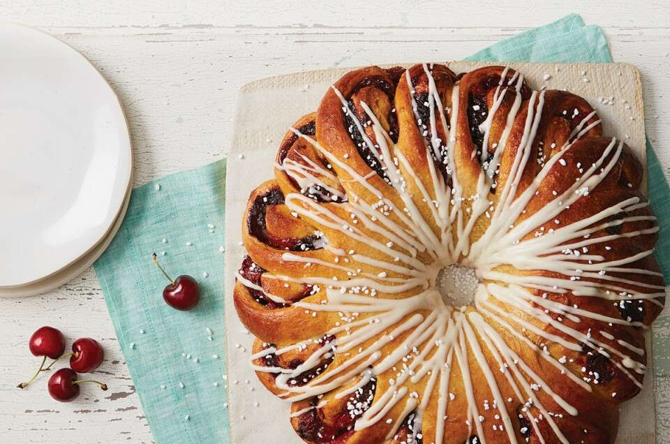 Spiced cherry breakfast ring via @kingarthurflour