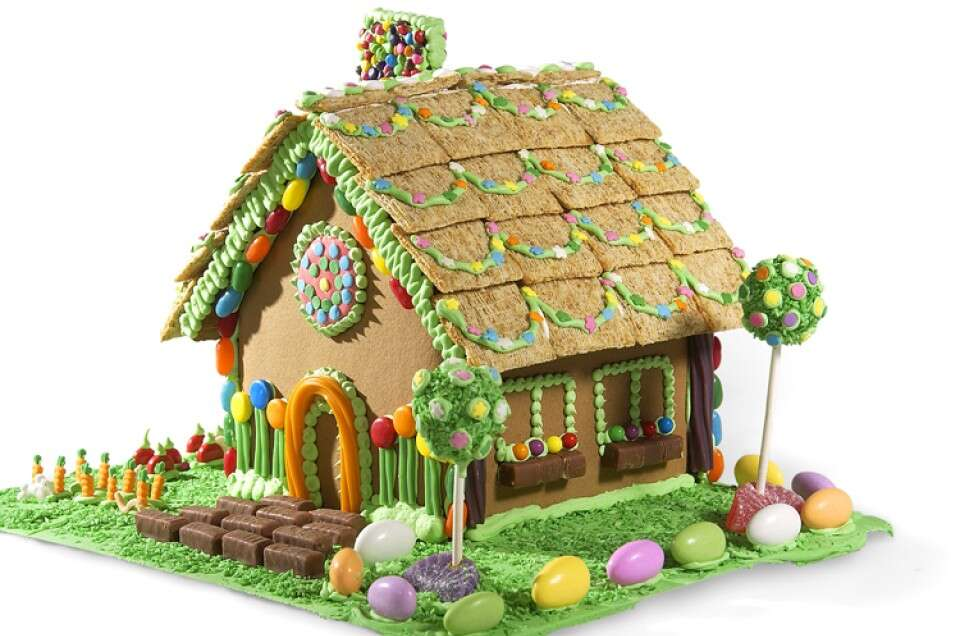 gingerbread-spring-house