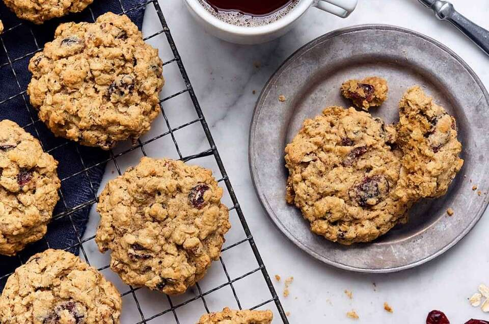 Tender Cranberry-Raisin Oatmeal Cookies