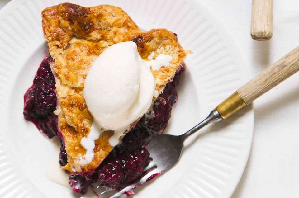 Gingery Blackberry Pie