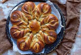 Cinnamon Star Bread Bakealong via @kingarthurflour
