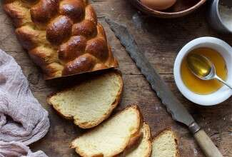 Classic Challah Bakealong via @kingarthurflour