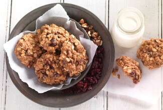 Muesli Cookies via @kingarthurflour
