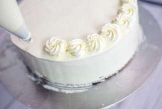 buttercream frosting via @kingarthurflouri
