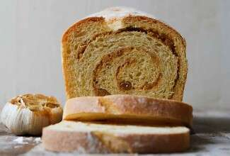 Semolina Garlic Swirl Bread