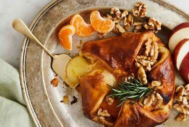 Baked Brie with Apricot Jam